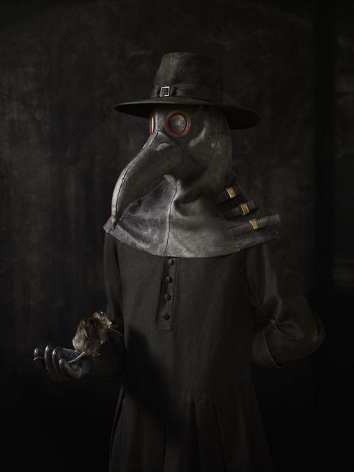 Reconstructie van een Italiaanse variant pestdokter kostuum